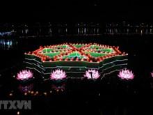 Fête de lanternes flottantes sur le fleuve des Parfums à Huê