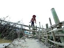 Traversée de la rivière en radeau de bambou