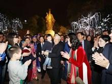Le secrétaire général du Parti communiste du Vietnam passe le réveillon aux côtés des Hanoïens