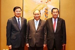 Sommet de l'ASEAN : le PM travaille avec ses homologues laotien et cambodgien