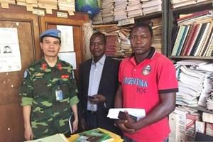 Un casque bleu vietnamien professeur en Afrique centrale