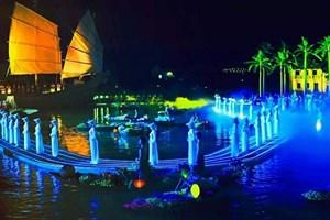 Le spectacle en plein air « Mémoire à Hoi An » attire des touristes