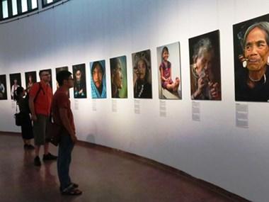 La diversité de la culture ethnique captée par le photographe français Réhahn
