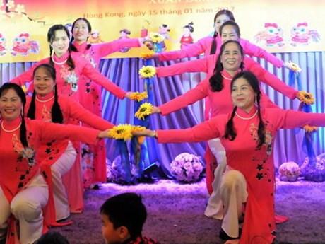 Les Vietnamiens à l'étranger fêtent le Têt traditionnel de l'Année du Coq 2017
