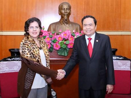 L'ambassadrice de Cuba rend visite au comité central du Front de la Patrie du Vietnam