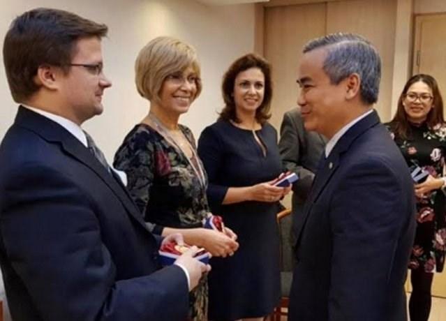 Vietnam hongrie renforcement de la coop ration dans le for Ministere du commerce exterieur