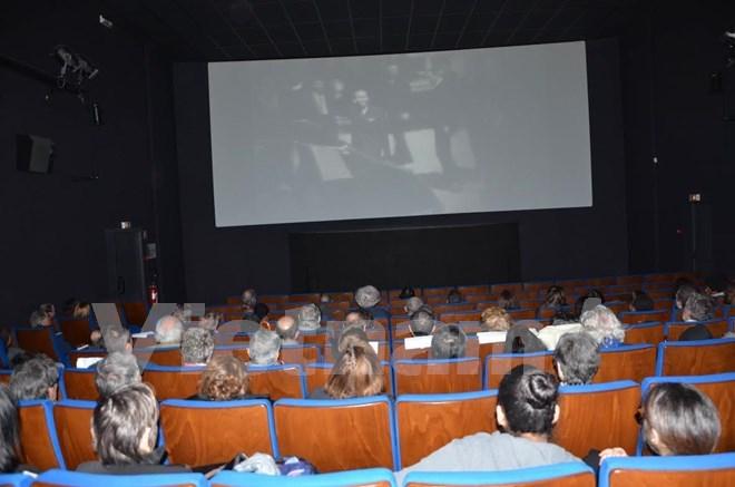 Projection de deux documentaires sur la guerre du vietnam for Piscine choisy le roi