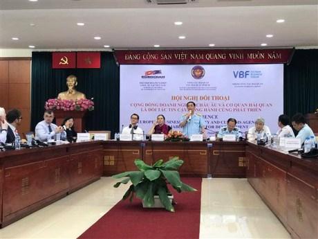 Le secteur douanier du vietnam dialogue avec des for Chambre de commerce vietnam